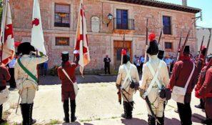 Acto de homenaje ante la casa del Cura Merino en Villaviado. - Foto: Luis. Diario de Burgos.
